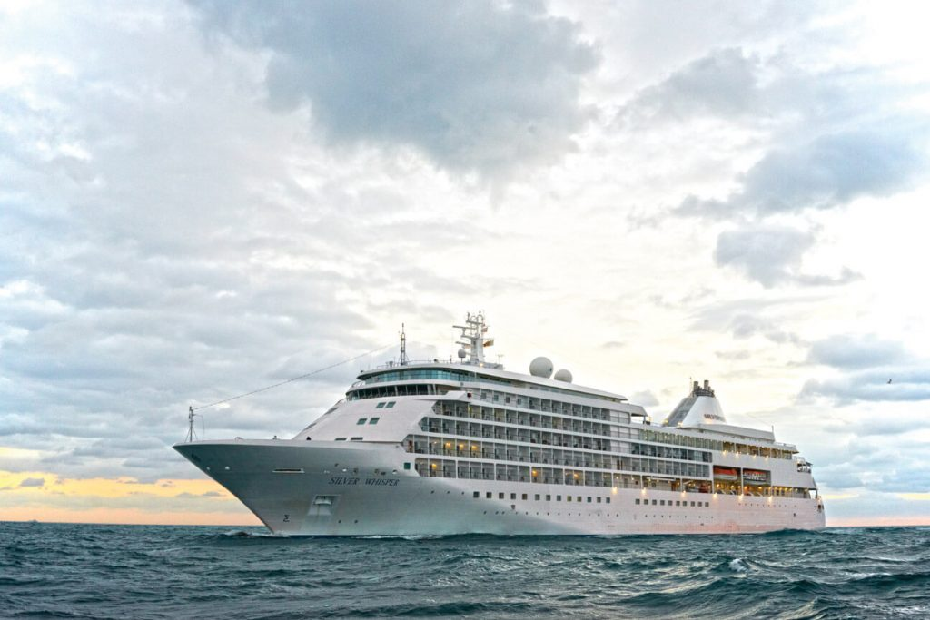 Charter Silver Shadow luxury ship for 3-night cruise