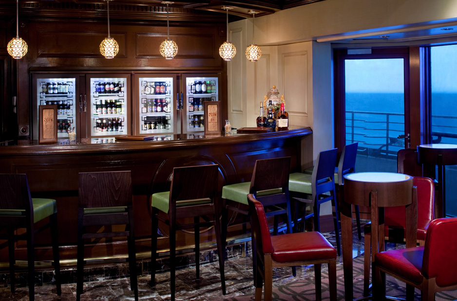 Cruise ship suite guests on Celebrity have private access to Michael's Club lounge